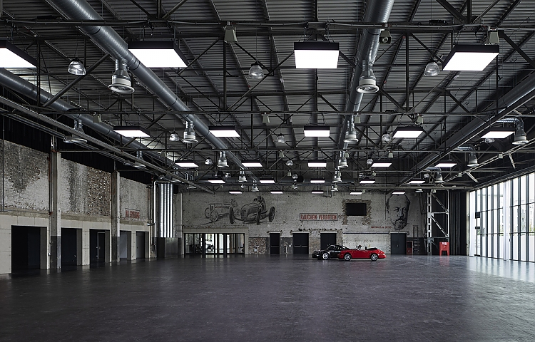 Event-Hangar in der Motorworld V8 in Köln