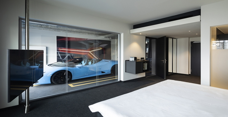 Car-Suite im Motorworld V8 Hotel in Köln